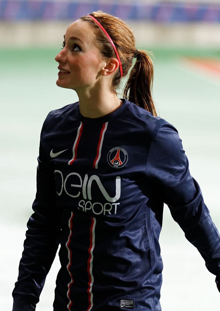 Kosovare Asslani, ©Pierre-Yves Beaudouin https://commons.wikimedia.org/wiki/File:20121216_PSG-ASSE_70_-_Kosovare Asllani - unchanged