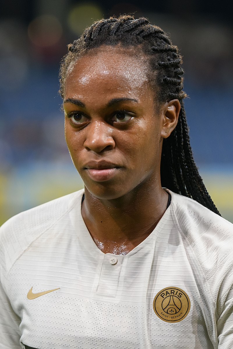 KATOTO - © Granada - https://fr.wikipedia.org/wiki/Fichier:20180912_UEFA_Women%27s_Champions_League_2019_SKN_-_PSG_Marie-Antoinette_Katoto_850_5429.jpg