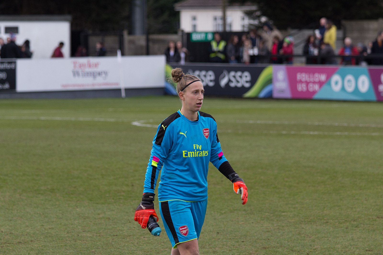 Sari Van Veenendaal, ©Katie Chan, https://commons.wikimedia.org/wiki/File:Arsenal_LFC_v_Kelly_Smith_All-Stars_XI_(136).jpg