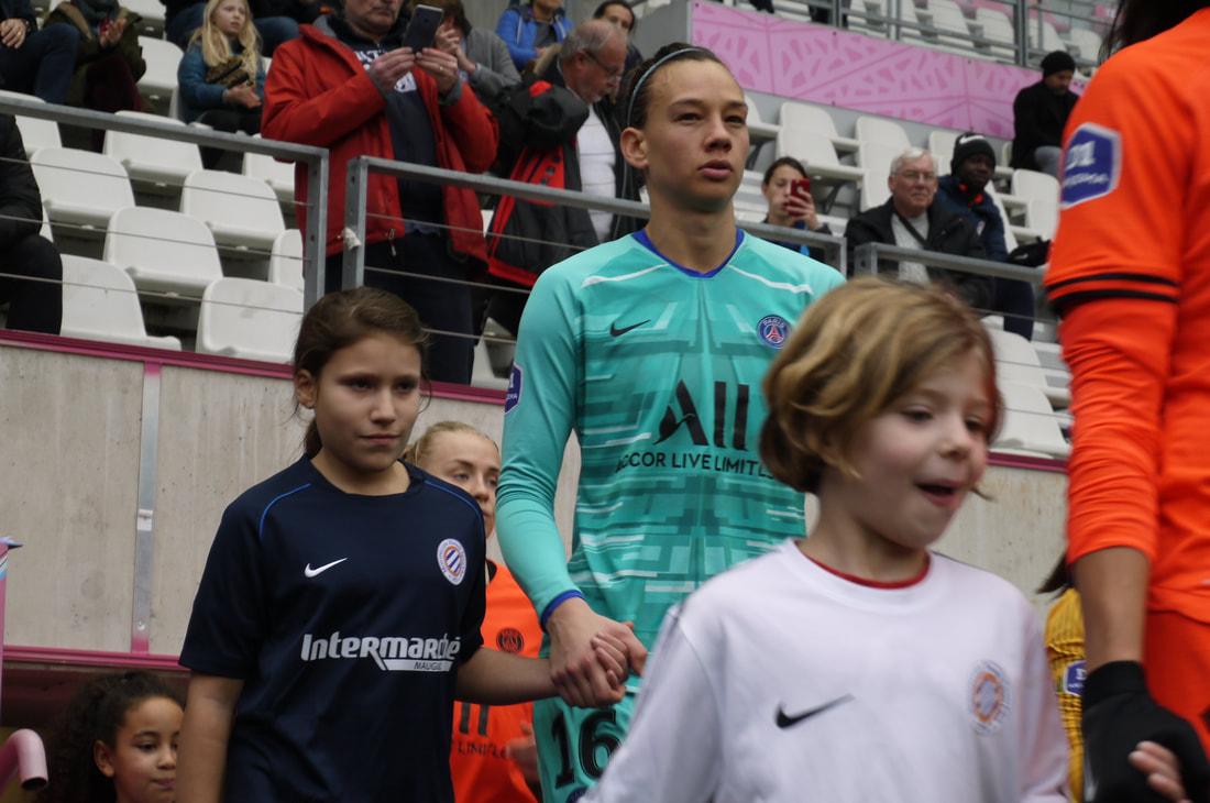 ©photo : Inès Roy-Lewanowicz (7/12/19) ---Christiane Endler entrant sur le terrain au stade Jean Bouin contre Montpellier