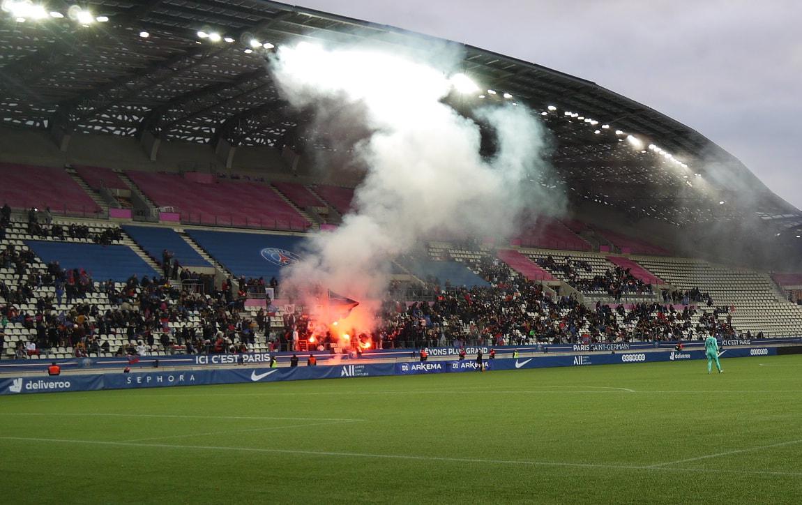 ©photo : Inès Roy-Lewanowicz (7/12/19) ---Christiane Endler sur le terrain du stade Jean Bouin, acclamée par ses supporters
