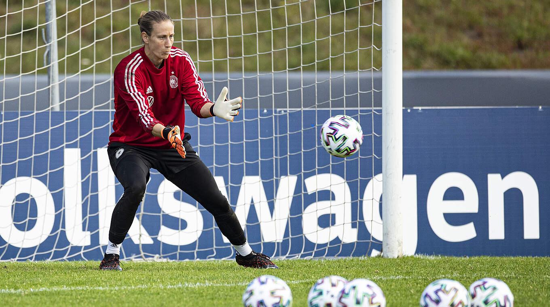 Ann-Katrin Berger (C) DFB