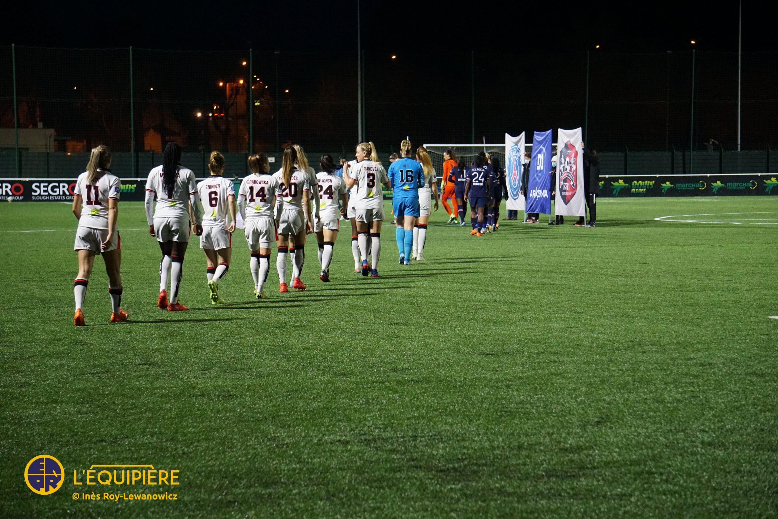 FC Fleury entre sur le terrain